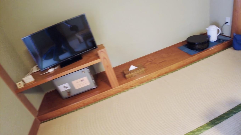 室内にはテレビ 金庫 お茶のセット