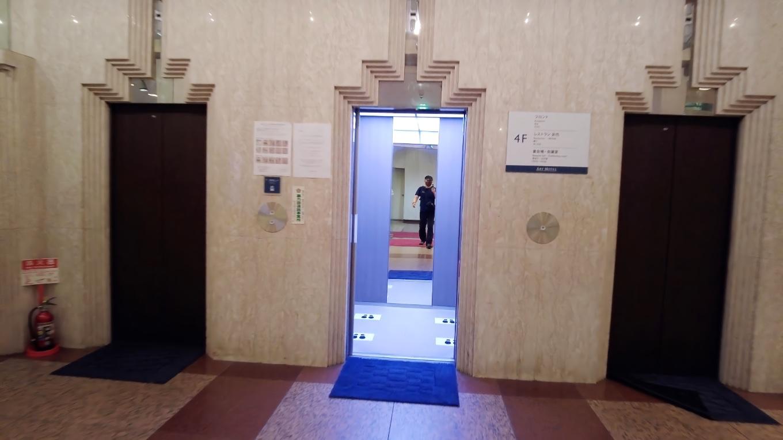 エレベーターで4階へ