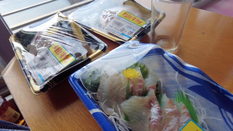 この日はスーパーで刺身を買ってきた