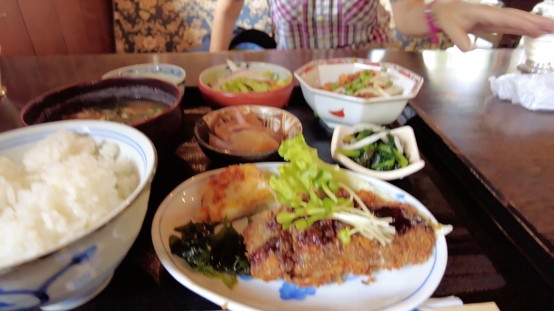 この日の日替わりランチは 白身魚のフライと鶏の甘酢だった