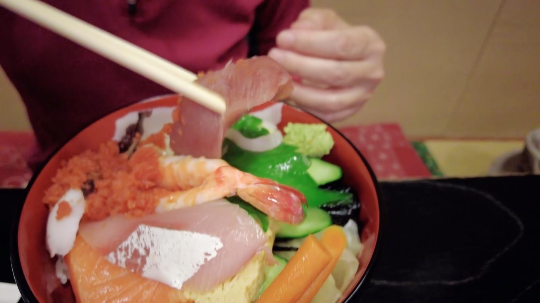 ちらし寿司の並というのはネタが安めという意味らしく ボリューム感はさすが港町の寿司屋だ