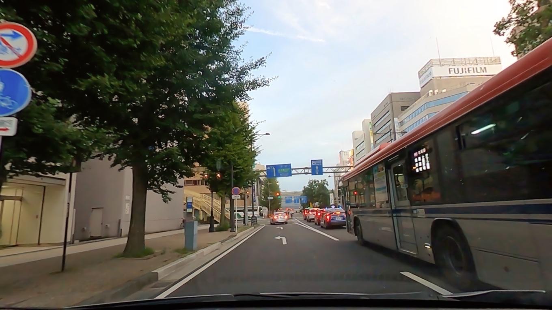 新潟市内を走って行く